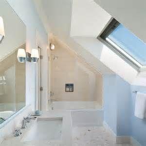 Low Ceiling Attic Bathrooms Handdoekenrek Badkamer Zolder Badkamer Badkamerideeen