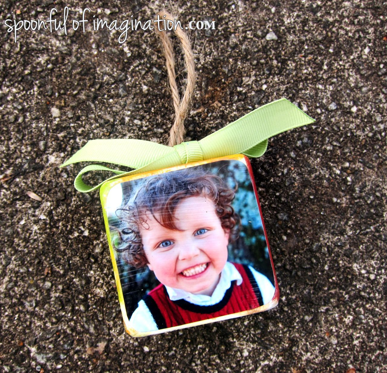 DIY instructions on how to make this cute wood block ornament...cute gift to give this Christmas season!