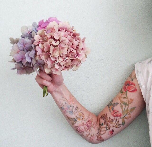 Vintage flower tattoo / photo credits Petite Louise