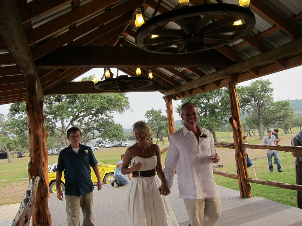 Covered Outdoor Wedding Venue Barn Ranch In The Hill Country Hy