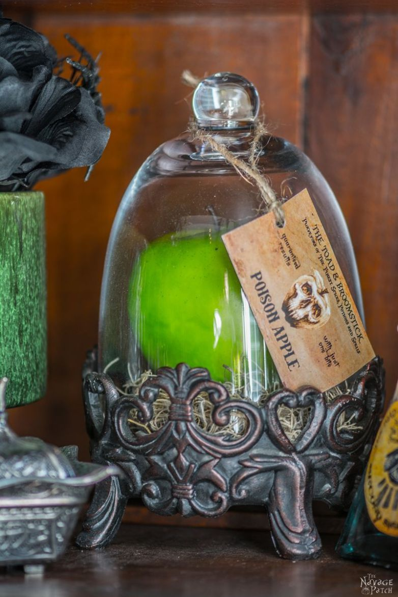 Apothecary Jars {and Free Printable Labels} DIY Halloween decor - cute homemade halloween decorations