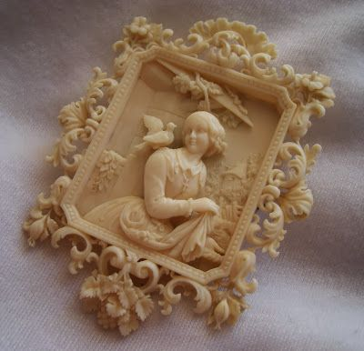 "Carved Ivory Brooch Depicting ""Allegory Of Purity"" - Dieppe, France c.1840-1850"