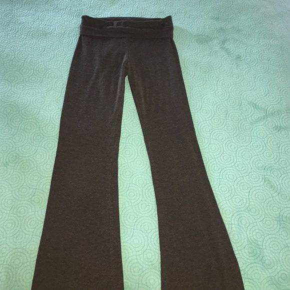 Solow Sport Fold Over Yoga Pants Great condition super cute too! Solow Sport Pants