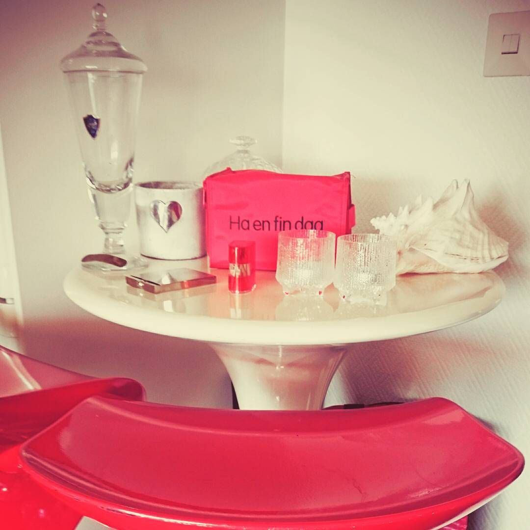 My red corner gives me energy and get me focused. Red is also the color for money and wealth. Have a great day!