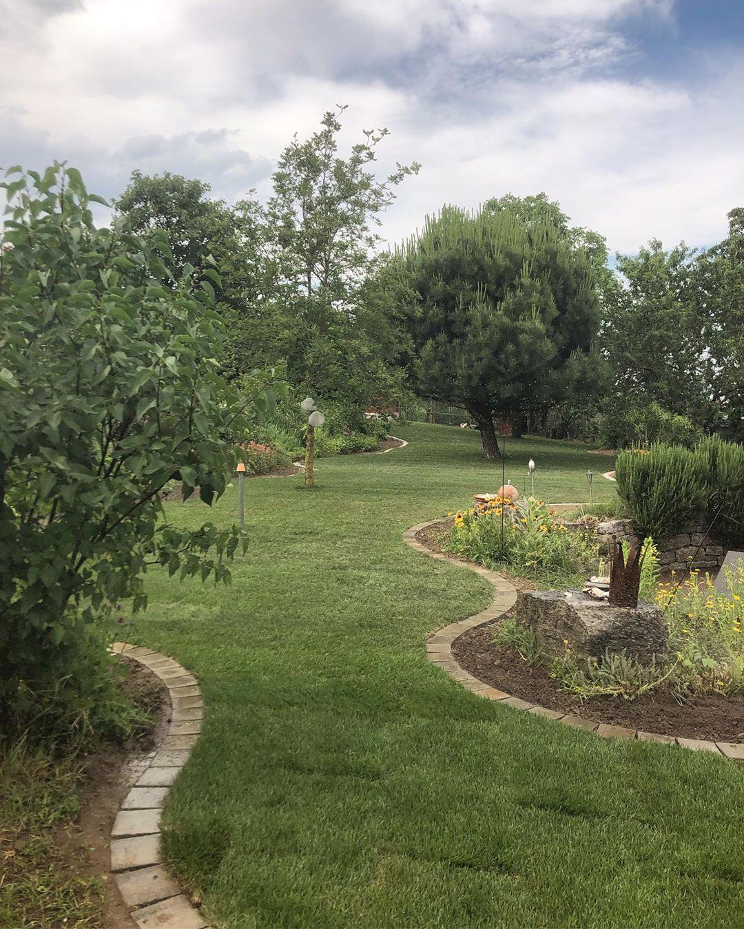 7 Arbeitstage 120 Qm Rasenband Und 400 Qm Rollrasen Spater Das Ist Beeindruckend Sagen Unsere Zufriedenen Kunden Zu Ihrer Ras Gartenbau Garten Bewassern