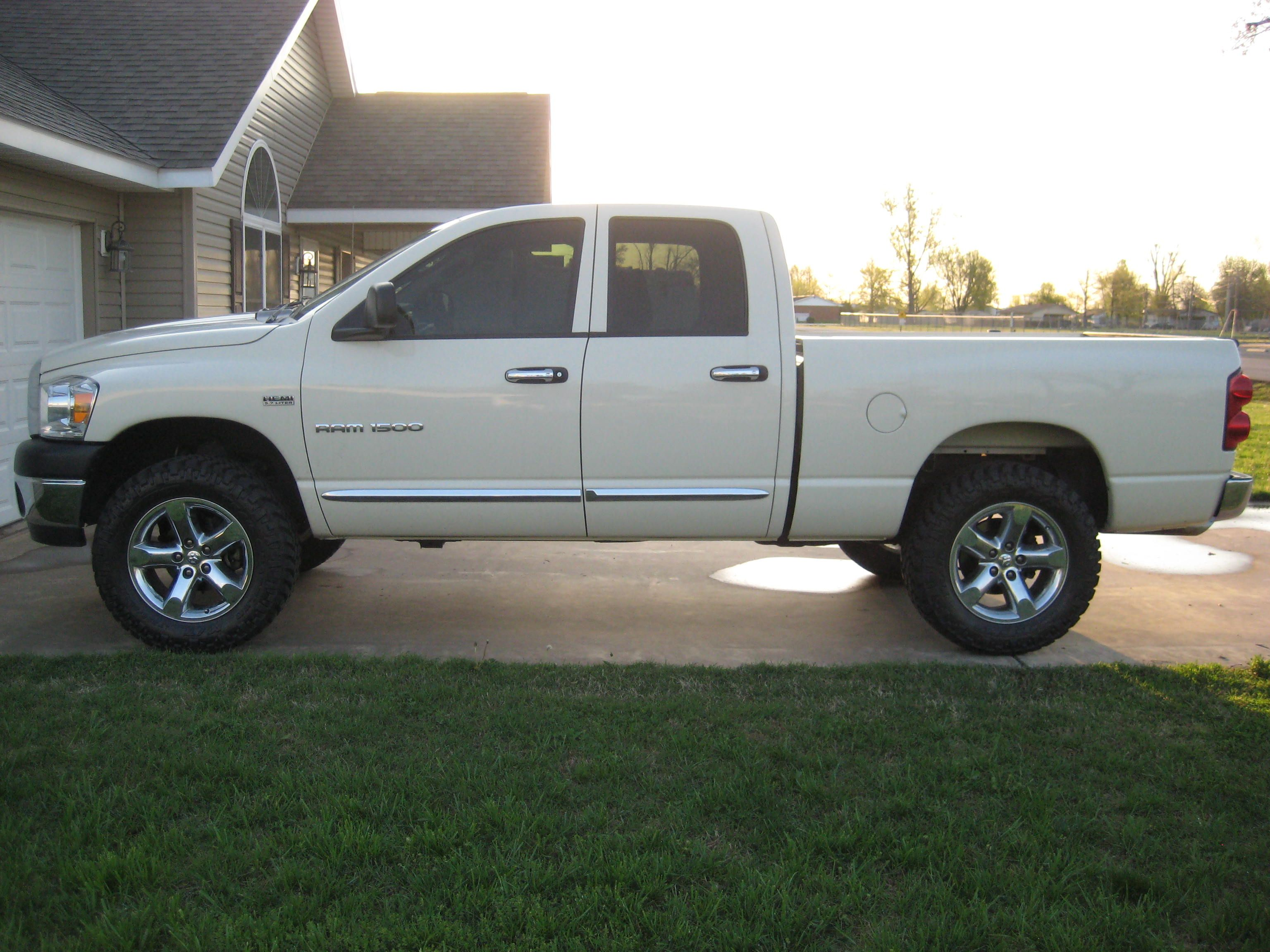 Trail grapplers 295 65 20 with 2 leveling kit