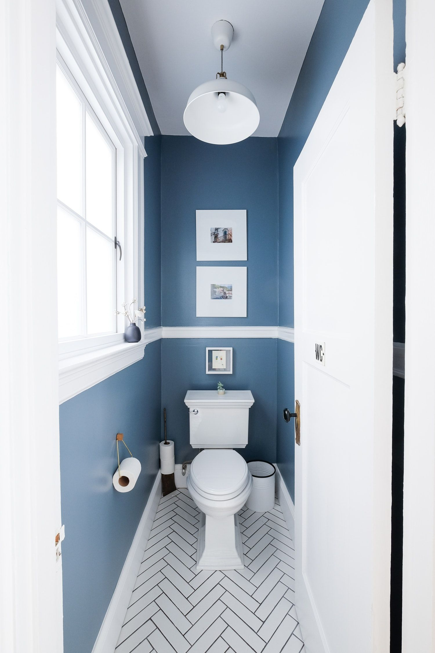 How To Paint Your Bathroom And Not Screw It Up Traditional Bathroom Remodel Bedroom Small Bathroom