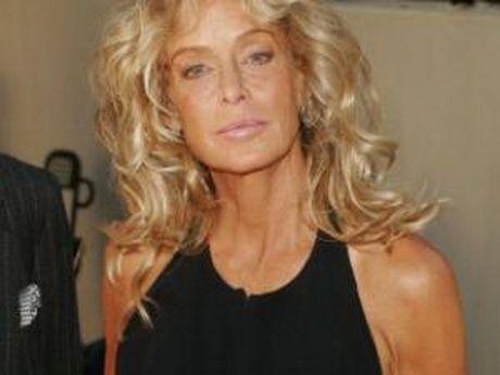 Coupe de cheveux long femme 60 ans