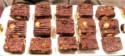 جريدة القبس عجينة البيتزا بالباذنجان Food Desserts Brownie