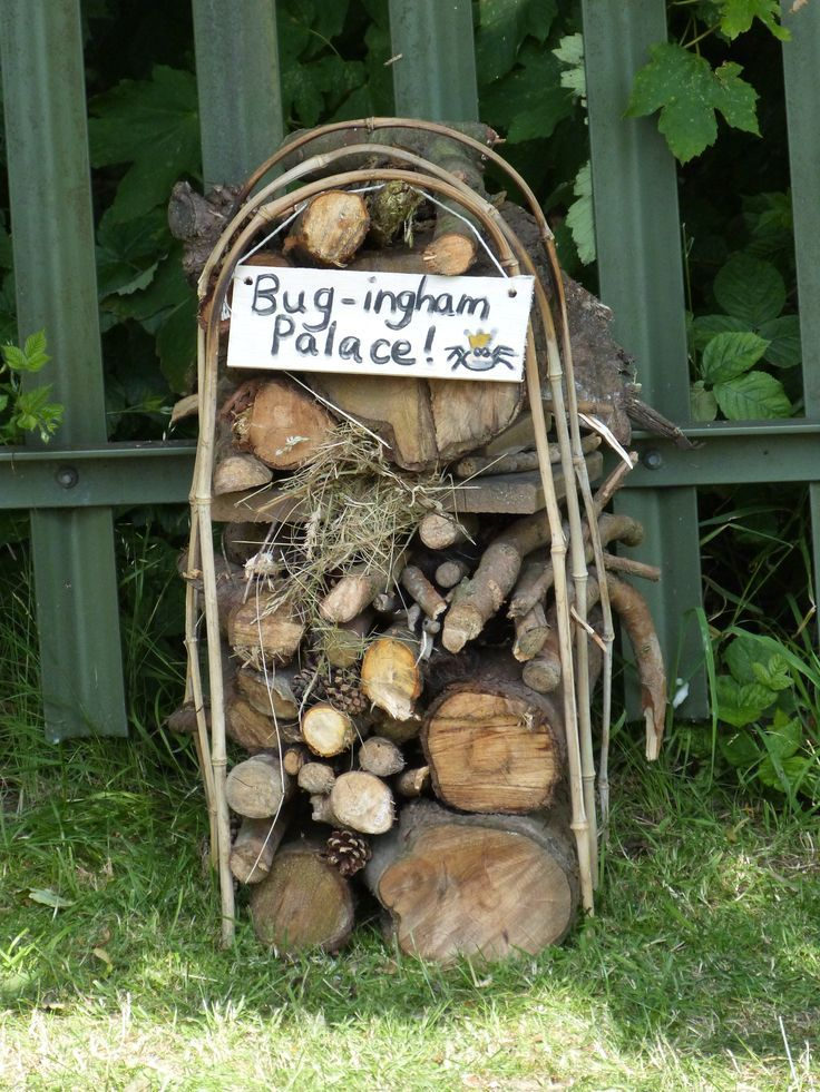 diy bug hotel for doing with the kids bug hotel sensory garden insect hotel. Black Bedroom Furniture Sets. Home Design Ideas
