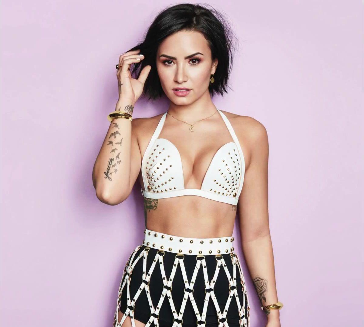 Demi Lovato http://sizlingpeople.com/wp-content/uploads/2017/02 ...