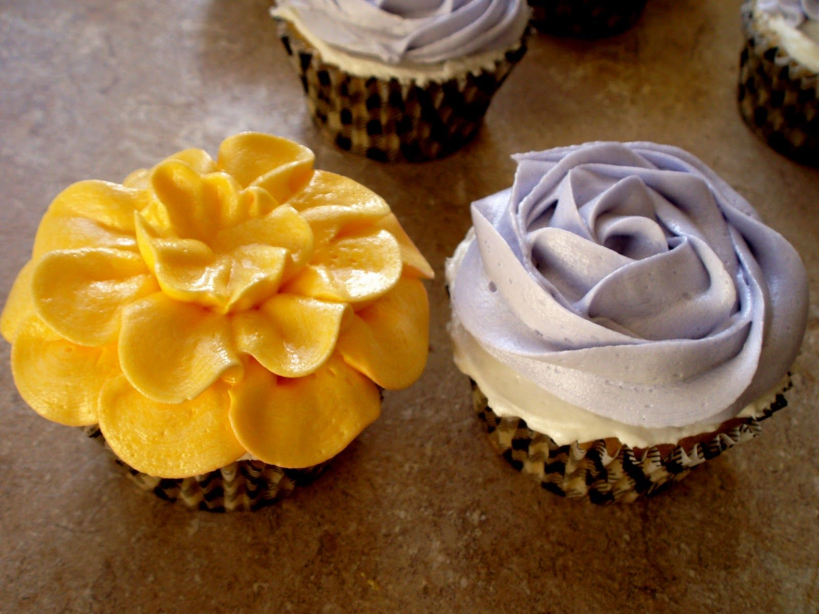 How To Make Flower Basket Cupcakes : Flowers frosting buttercream