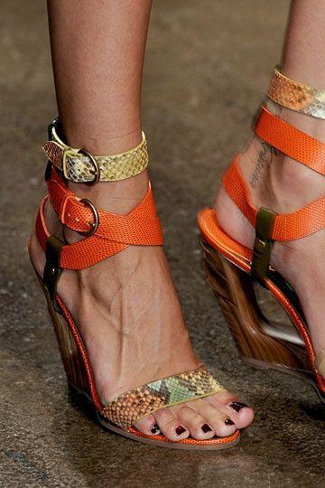 donna karan sandals orange heels shoes pinterest schuhe sch ne schuhe und schuh stiefel. Black Bedroom Furniture Sets. Home Design Ideas