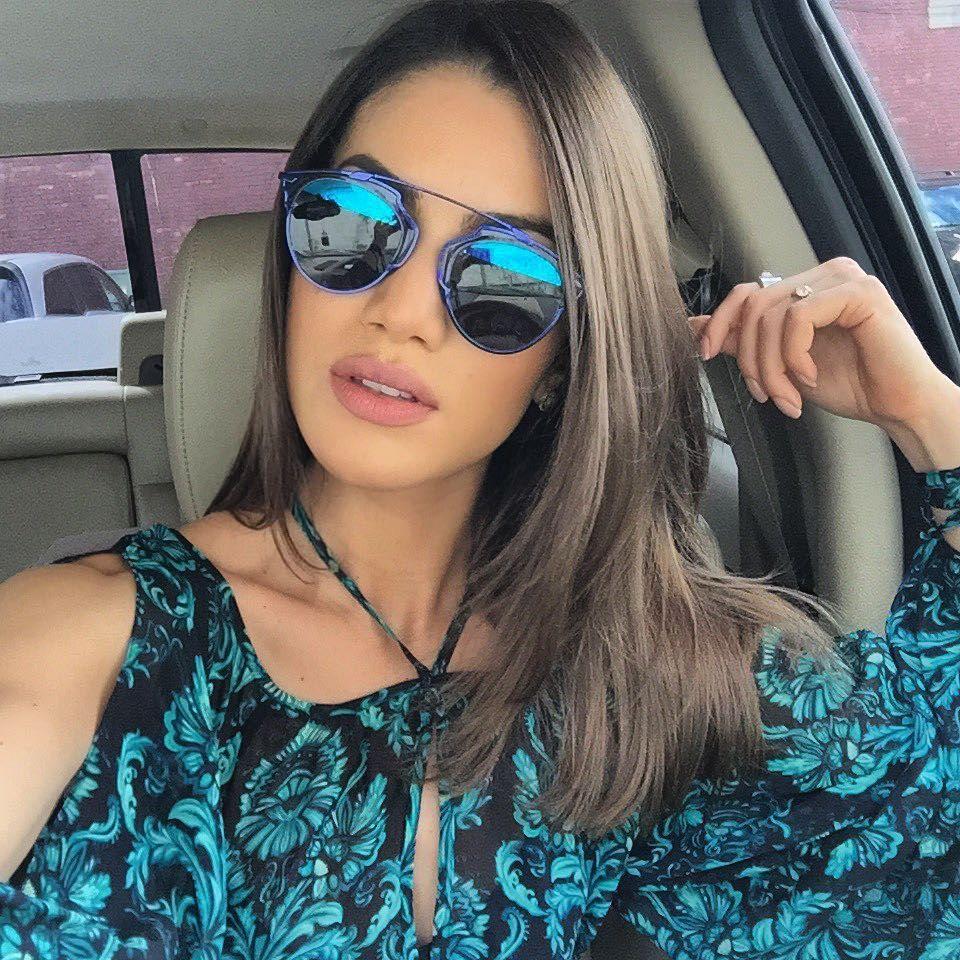 d530645f40e32 Camila Coelho  Os óculos de sol da top blogger   Acessórios