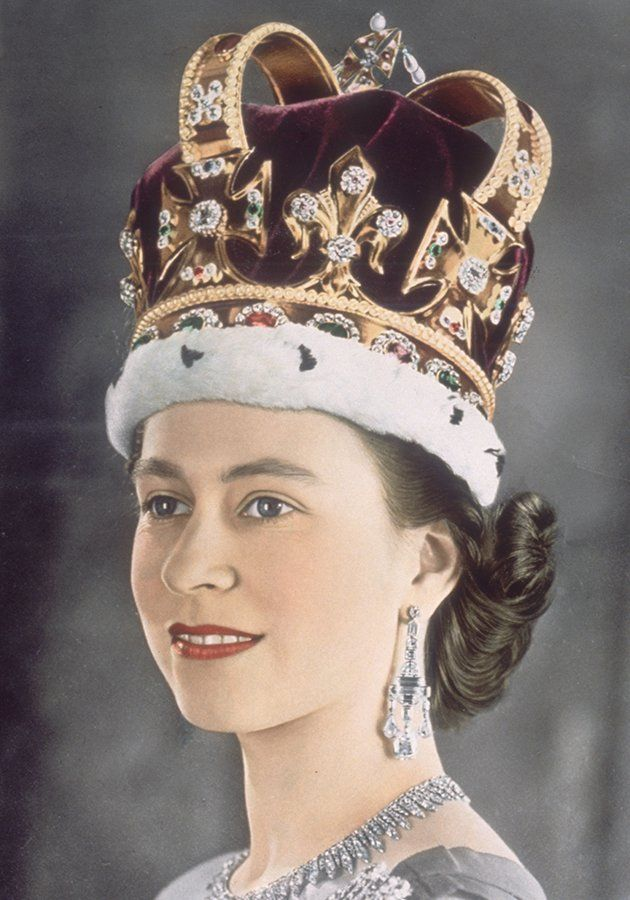 Queen Elizabeth coronation Day | Queen Elizabeth II with her specially made lipstick for her coronation ...
