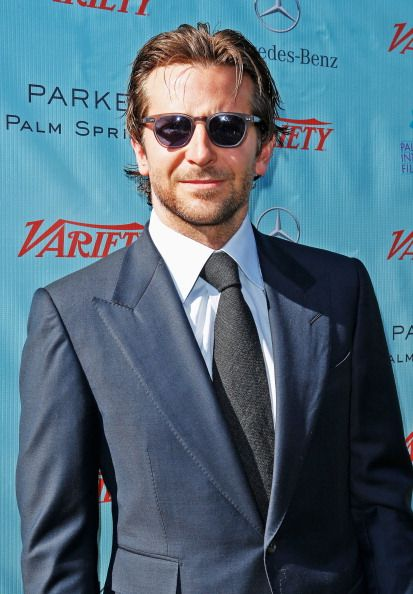 ade7454e77ee19 Bradley-Cooper-Wearing-Tom-Ford-Suit-   Fashion   Tom ford suit, Tom ...