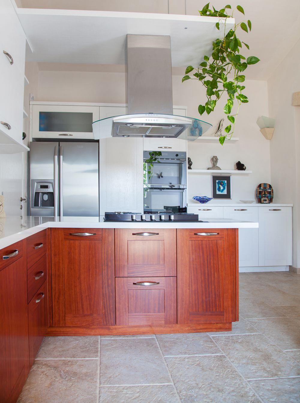 Bramato Cucine | Cucina in bubinga africana e rovere bianco poro ...