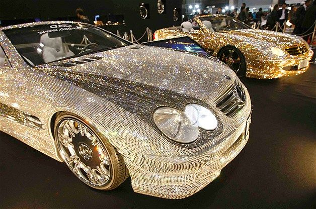 Image: Customized Mercedes-Benz SL600s at Tokyo Auto Salon 2010 in Chiba, Japan (© Toru Hanai/Reuters)