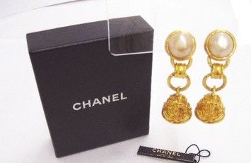 Chanel Gold Faux Pearl Dangle Vintage Earrings . Get the lowest price on Chanel Gold Faux Pearl Dangle Vintage Earrings  and other fabulous designer clothing and accessories! Shop Tradesy now
