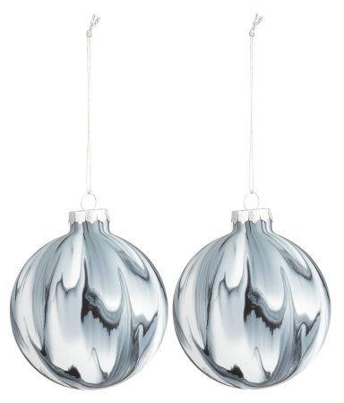 Christbaumkugeln Modern.Marmorierte Christbaumkugeln Aus Glas Mit Metallaufhängern Aufgrund