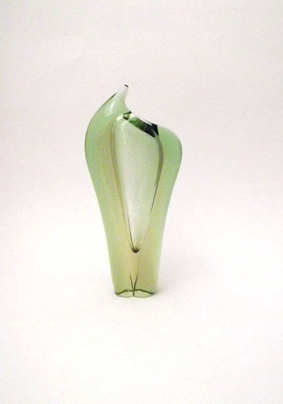 Skrdlovice Emanuel Beranek 59124 -- elegant art glass vase -- Czech art glass