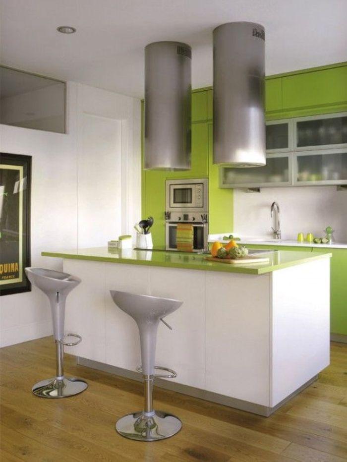 AuBergewohnlich Einrichtungsideen Küche Einrichtungstipps Futuristisches Design Barhocker  Bartheke Apfelgrün Weiß Hochglanz Fronten Modern Wohnen
