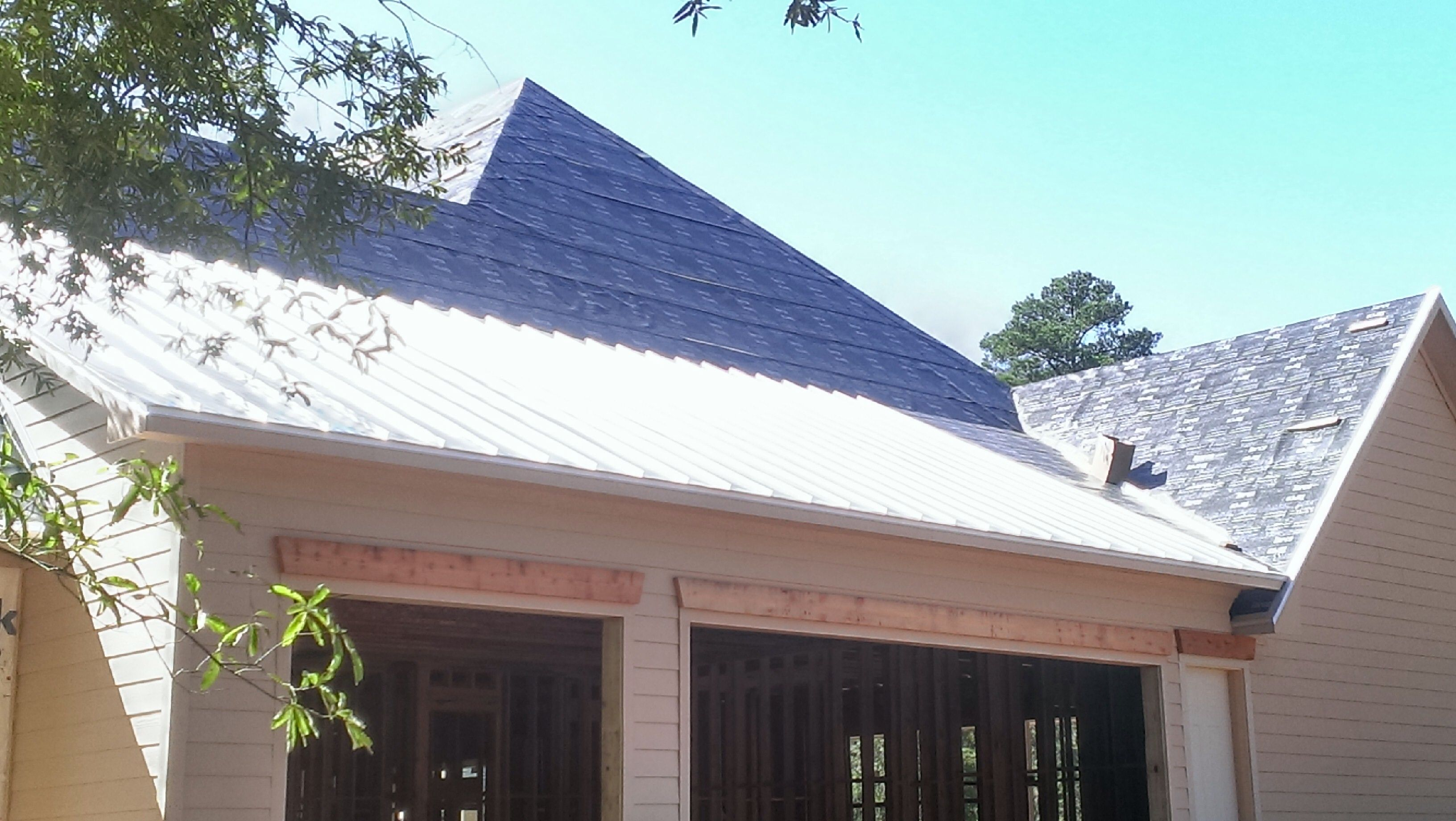Standing Seam Metal Roof On New Home In Magnolia Tx Standing Seam Metal Roof Metal Roof Standing Seam