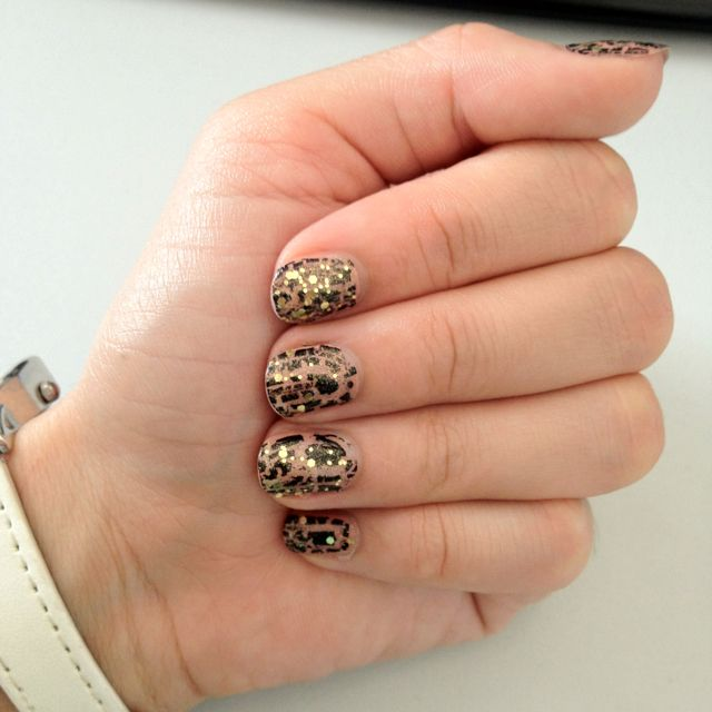 Nude Black Crackle Golden Glitter Nails