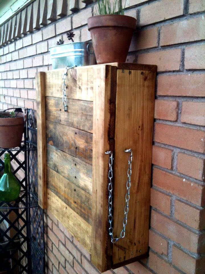 Fold-able Pallet Outdoor Bar