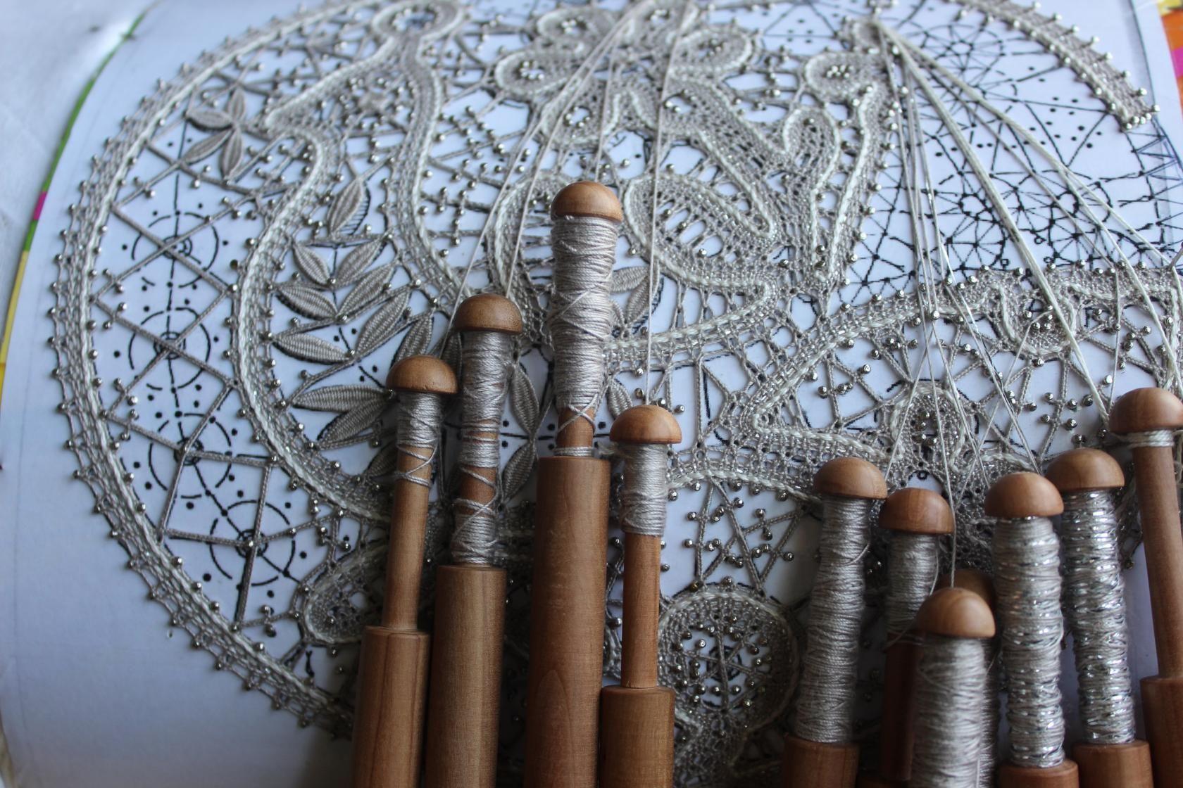 это плетение кружев на коклюшках картинки говорят