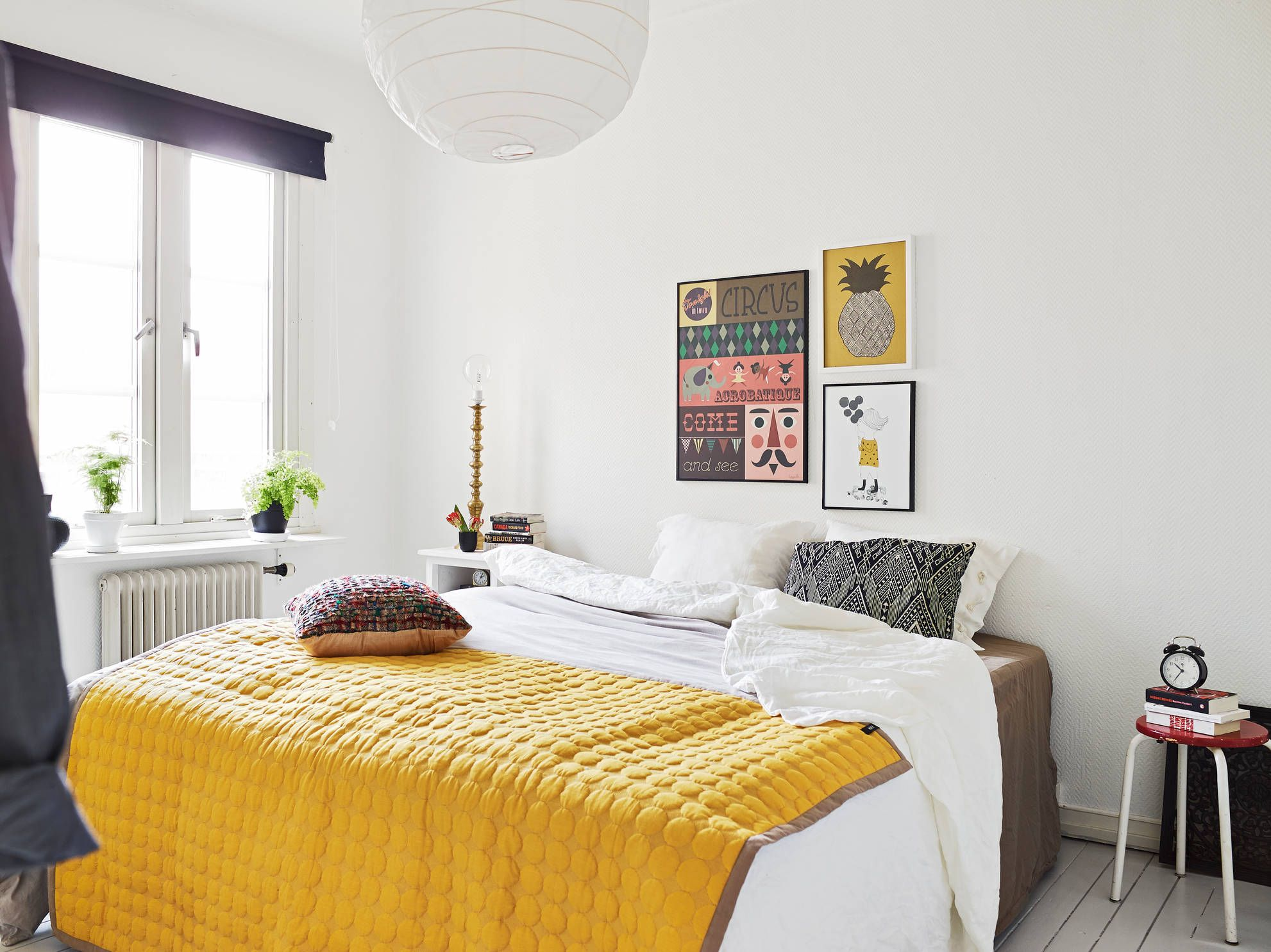 A touch of yellow in the bedroom via Stadshem.