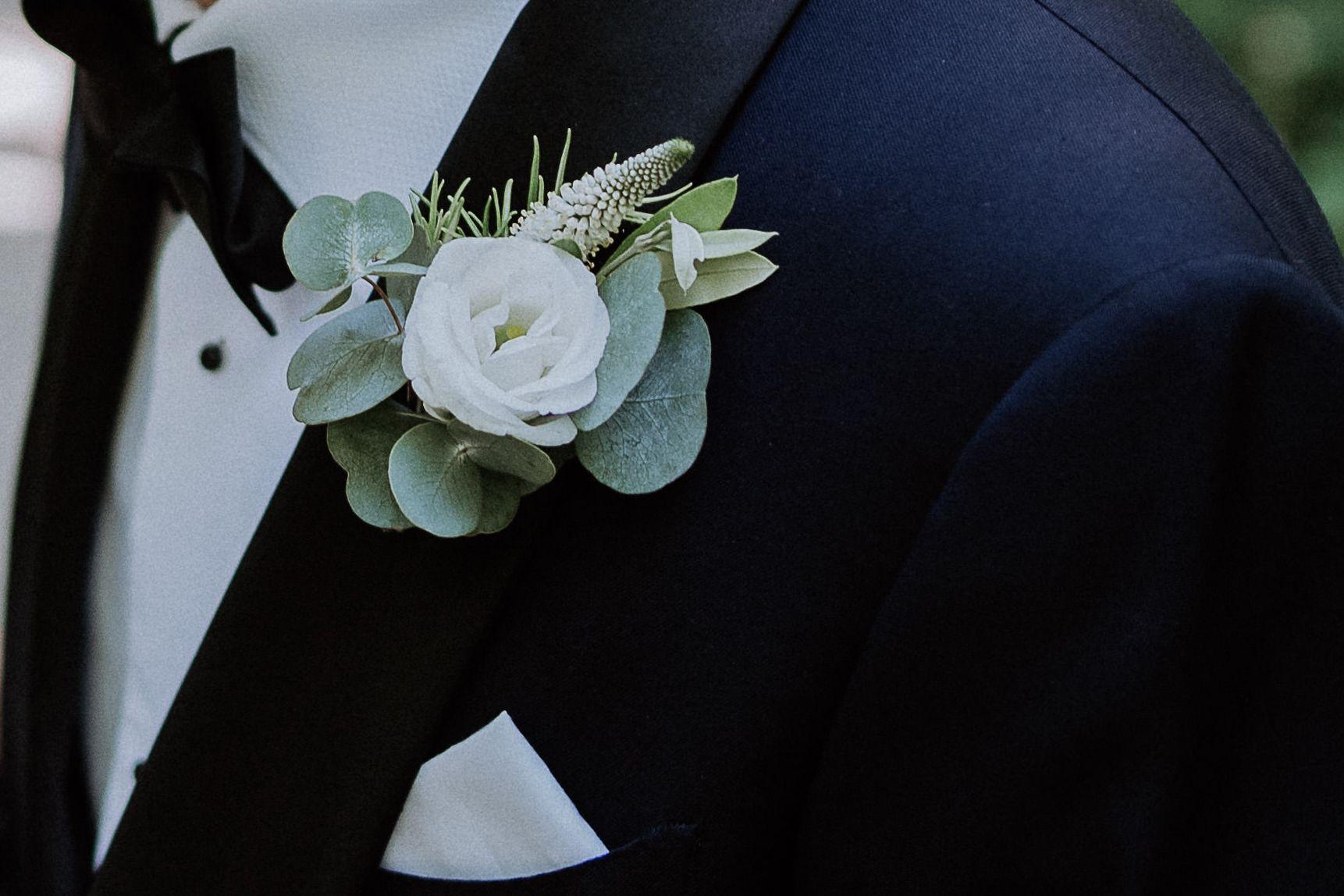 Blumenanstecker Weiss Brautigam Anstecker Hochzeit Blumenstrauss Hochzeit Hochzeit Brautigam