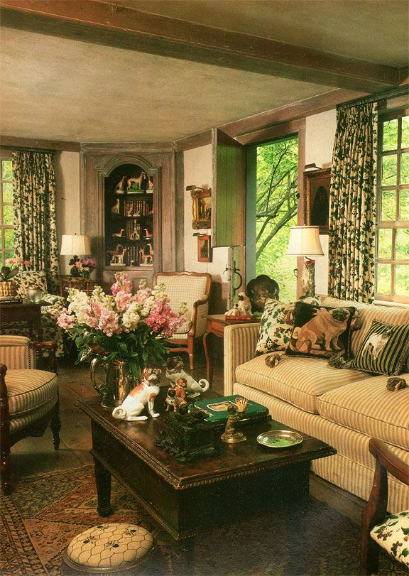 Charles Faudree keeping room displays his love of dogs, Traditional Home magazine, April 1990