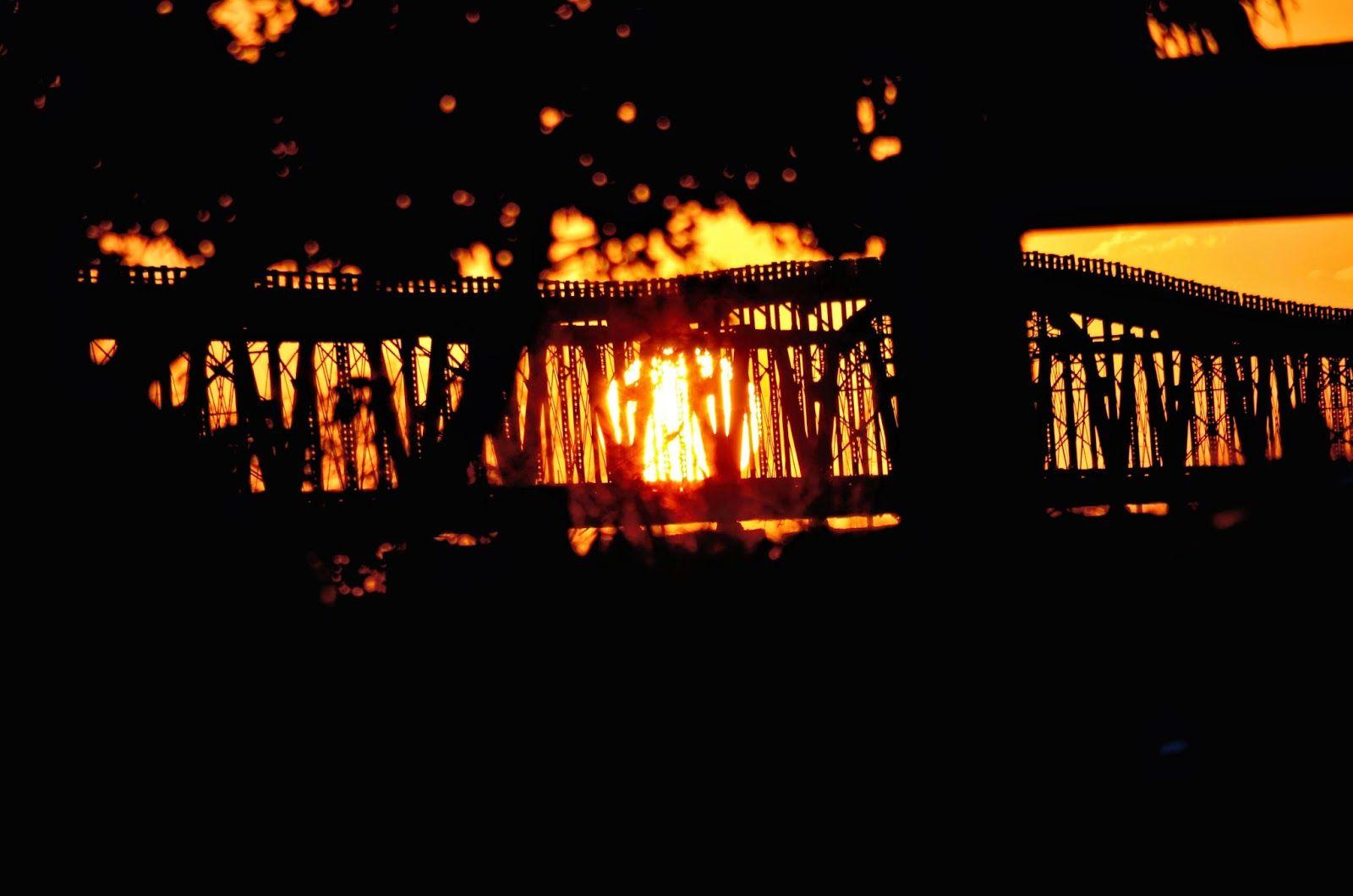 Bahama Bob's Rumstyles: Sunset Through the Bridge