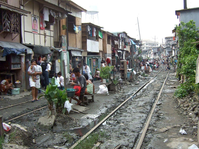 shanty houses right on the railway tracks    | PhilAid
