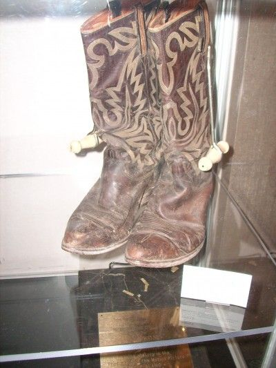 f07eee07a20 John Wayne Memorabilia | duke | John wayne, Wayne family, Alamo movie