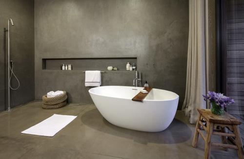 Afbeeldingsresultaat voor betonstuc woonkamer bathroom