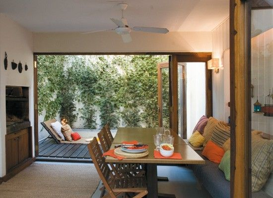Decoracion un patio interno con deck pileta y parrilla for Parrilla para una casa