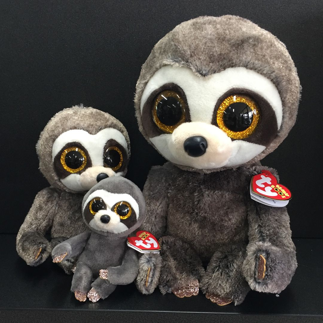 ecb4ef6a3c1 The Dangler Sloth Family and the Rusty Racoon Family. Too cute.  beanie   beanieboos  beaniefamily  welovebeanieboos  racoon  sloth  newsxpresstatura