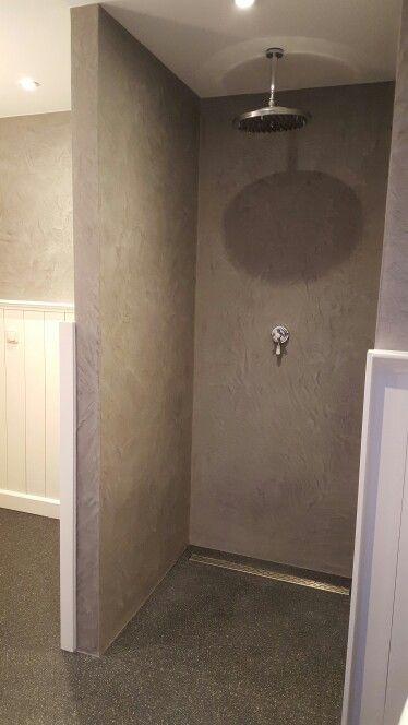 Douche zonder tegels. Wanden betonlook en de vloer van polyester ...