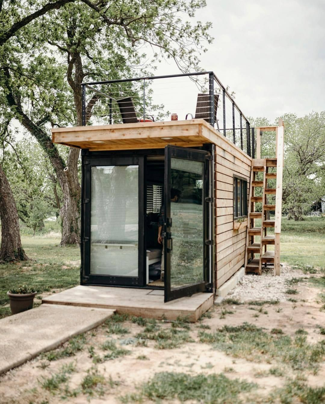Less indoor, more outdoor. 20' container turned tiny house with rooftop deck. Built by @cargo_home. Photo by @alexis_mccurdy (at Waco, Texas)