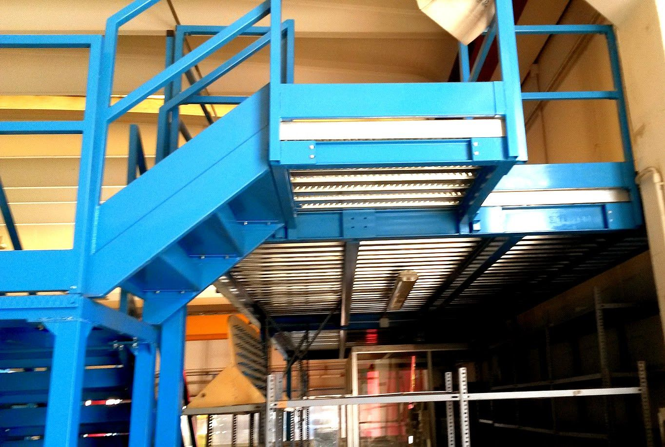 Pilastri In Ferro Usati Con Soppalchi Industriali Per
