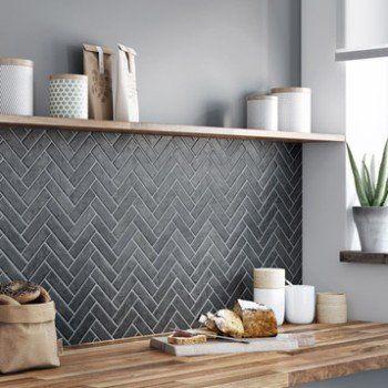 Mosaique Sol Et Mur Graphik Chevron Marbre Noir Artens Credence Cuisine Cuisine Moderne Et Interieur De Cuisine