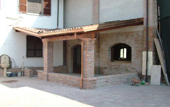 Soffitto di mattoni porticato in legno porticati con for Idee di portico contadini