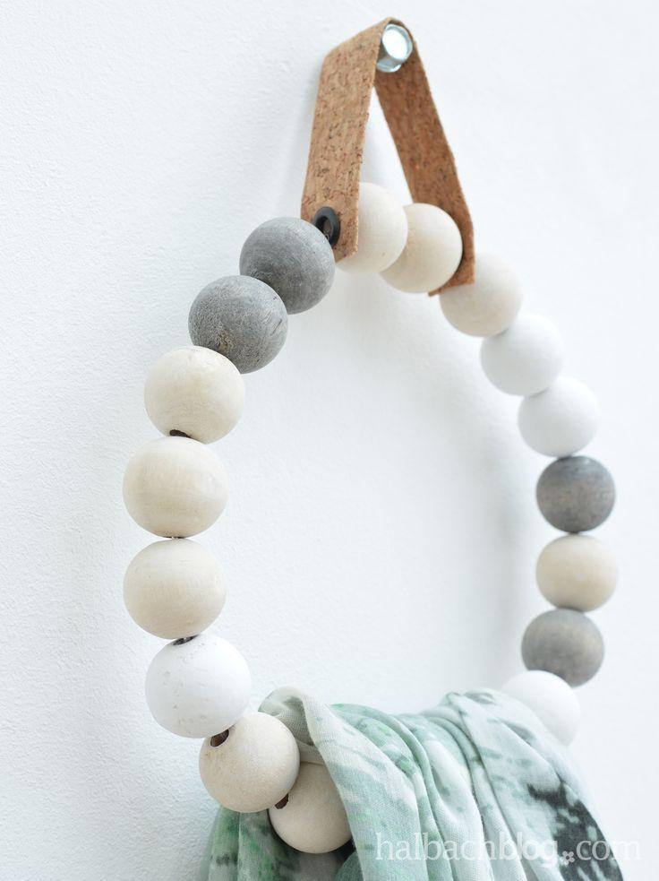Kugelige Runde – Hand Tuchhalter aus Holzperlen
