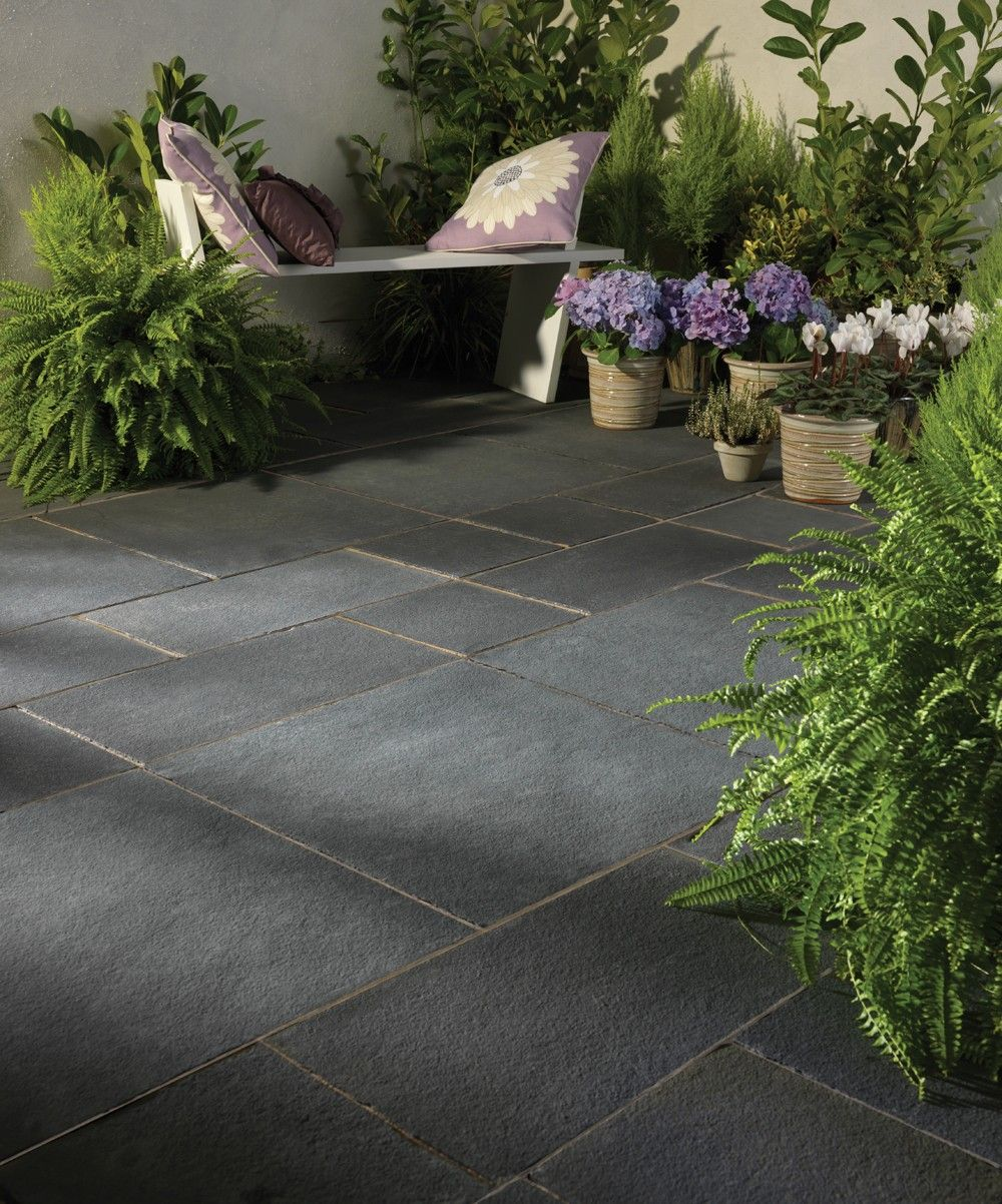 Bradstone natural limestone paving blue black patio for Back garden paving designs