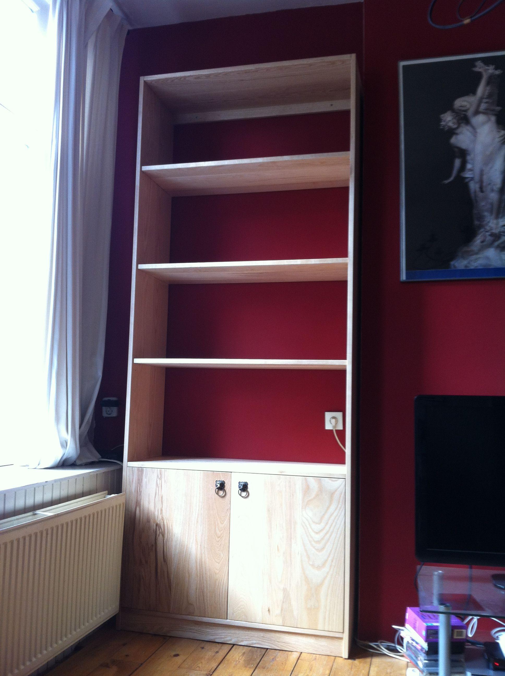 essen boekenkast een lege hoek in de woonkamer wordt met deze mooie kast goed gebruikt