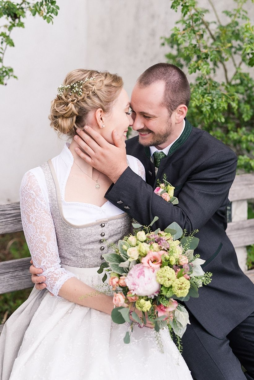Hochzeit In Tracht Im Standesamt Geretsried Bei Starnberg Bettina Josef Dirndl Hochzeit Hochzeitsfoto Tracht Hochzeit Kleid Standesamt