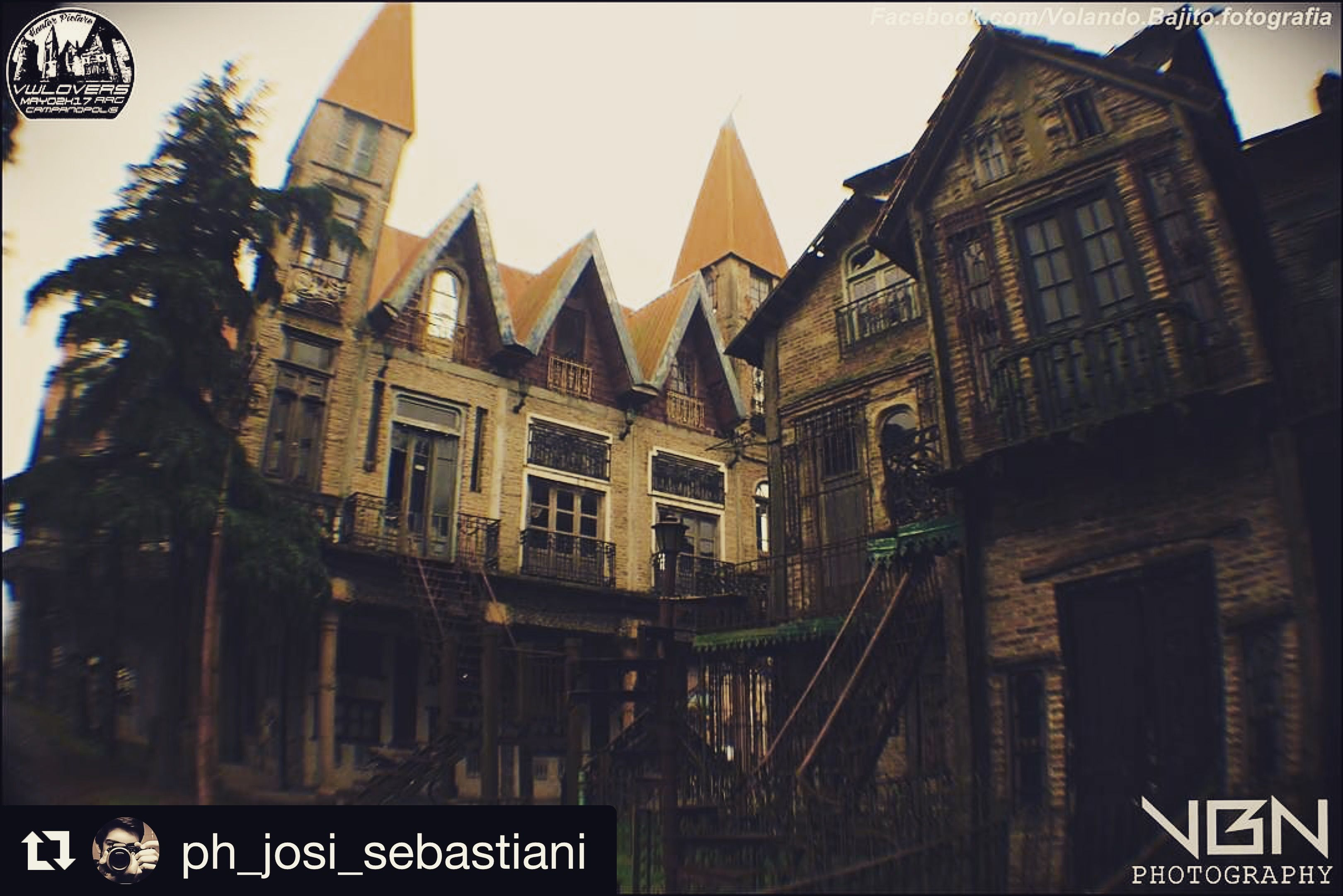 #Repost @ph_josi_sebastiani ・・・ #Medieval #City #Campanopolis Mañana con neblina