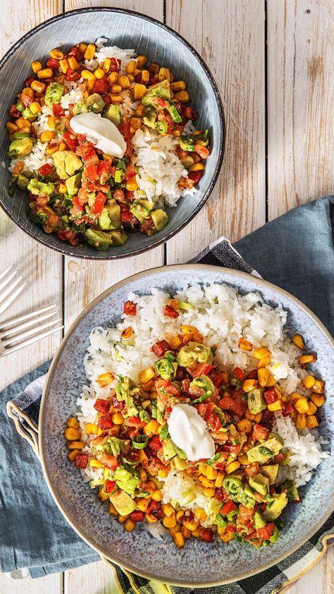 Burrito-Bowl mit Chorizo Avocado-Tomaten-Salsa und Limettenreis #cookiesalad